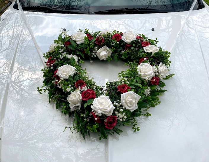 Blumengesteck Herz Hochzeitslimousine