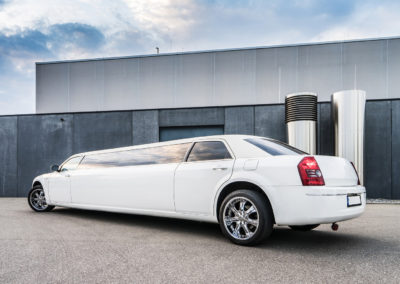my-limo-deluxe-chrysler-300c-limousine-feiern